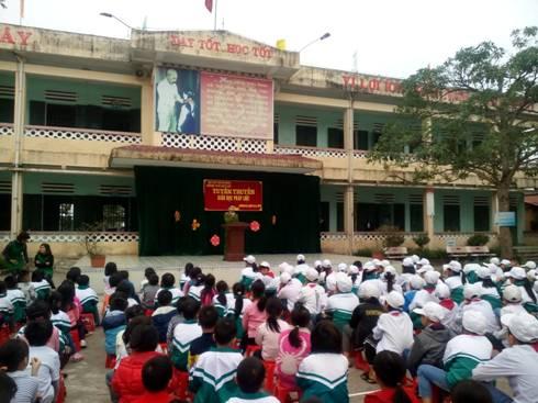 Liên đội TH & THCS Quỳnh Xá tổ chức hoạt động ngoại khóa tuyên truyền giáo dục pháp luật
