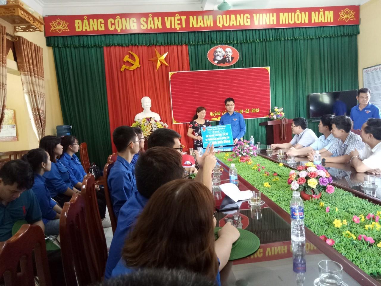 Hoạt động trao quà NTM xã Quỳnh Lâm