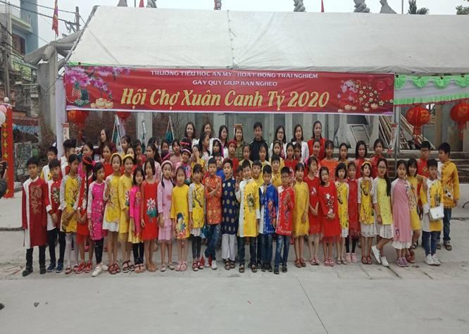 Tiểu học An Mỹ tổ chức: Hội chợ Tết mùa xuân.