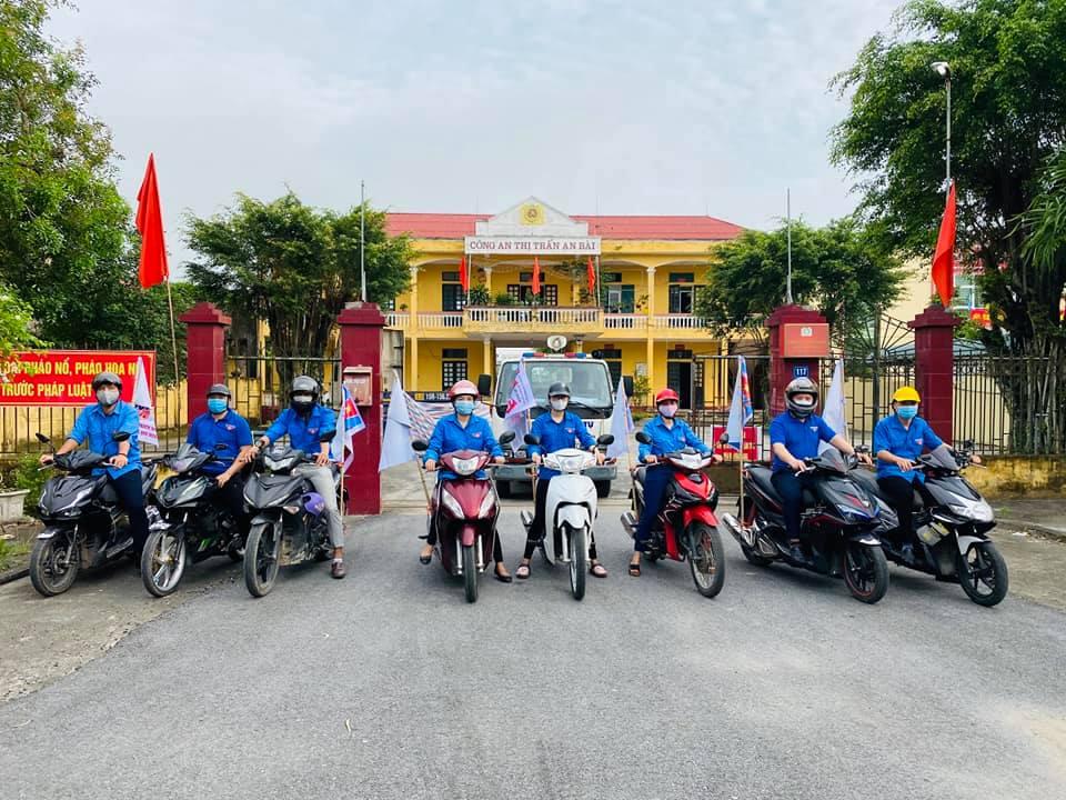 Đội Thanh niên xung kích cụm Ninh- Bài- Thanh- Mỹ tham gia tuyên truyền lưu động